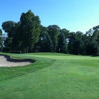 Foto tirada no(a) Burl Oaks Golf Club por Kath em 8/19/2012