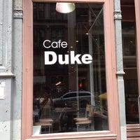 Photo taken at Cafe Duke by 具本尙 on 7/30/2012