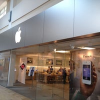Photo taken at Apple Florida Mall by George-Sky ✈ A. on 5/18/2012