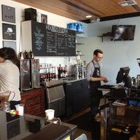 Das Foto wurde bei Houndstooth Coffee von Jill F. am 8/16/2012 aufgenommen
