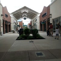 Photo taken at Philadelphia Premium Outlets by Nuii O. on 8/14/2012