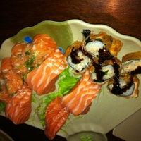 Foto tirada no(a) Yukusue Sushi por Rodolfo M. em 8/20/2012