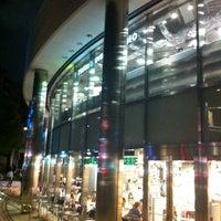 Das Foto wurde bei Tsutaya Tokyo Roppongi von 和彦 石. am 8/1/2012 aufgenommen
