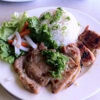 Photo taken at Xe Lua Vietnamese Cuisine 火車頭 by Muay T. on 3/21/2012