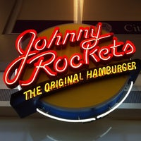 Photo taken at Johnny Rockets by Ann-Louise P. on 6/13/2012