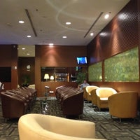 Photo taken at KrisFlyer Gold Lounge (Terminal 3) by Socola on 7/27/2012