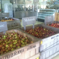 Photo taken at Minard Farms Apple Growers by Alex D. on 9/1/2012