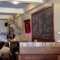 Снимок сделан в Buck's Coffee пользователем Alex G. 7/28/2012