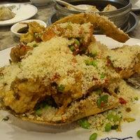 Photo taken at Top Shanghai Cuisine Restaurant 上海一只鼎 by Simon K. on 7/30/2012