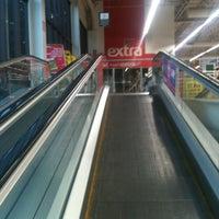 Foto tirada no(a) Extra Hiper por Mile F. em 6/2/2012