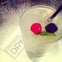 5/18/2012 tarihinde Anne Sophie d.ziyaretçi tarafından Dry Martini'de çekilen fotoğraf