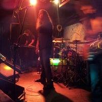 7/12/2012 tarihinde Ekin F.ziyaretçi tarafından Dorock Heavy Metal Club'de çekilen fotoğraf