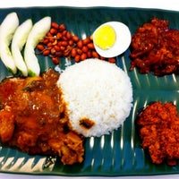 Photo taken at 6 to 10 Grill & Nasi Lemak by ShaolinTiger on 8/3/2011