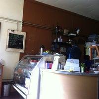 Foto tirada no(a) Arleta Library Bakery Cafe por Julie C. em 5/2/2012