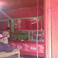Foto diambil di Warung Budhe Har oleh Agung P. pada 1/8/2012