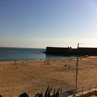 Foto tirada no(a) Praia da Torre por Margarida A. em 3/13/2012