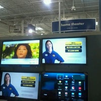 Photo taken at Best Buy by Ricardo J. S. on 11/27/2011