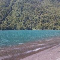 Foto tomada en Lago Todos Los Santos por Lesslie G. el 1/24/2012