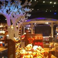 Foto tomada en Disney Store por Antonio S. el 4/21/2012