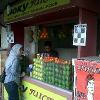 Photo taken at Juice Buah Hoky by Elisa A. on 1/29/2012