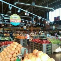 รูปภาพถ่ายที่ Whole Foods Market โดย Sam Y. เมื่อ 5/19/2012