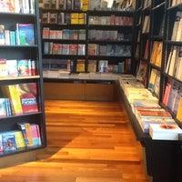 Foto scattata a Books Kinokuniya da Supreede R. il 5/2/2012