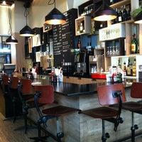 Photo prise au Ellis Gourmet Burger par Leonardo C. le4/2/2012