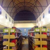 Foto tirada no(a) Biblioteca - PUC Minas por Gustavo D. em 6/22/2012