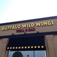 Foto diambil di Buffalo Wild Wings oleh John M. pada 9/7/2012
