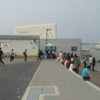 Photo taken at 흡연구역 by Kijung H. on 5/28/2012