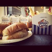 รูปภาพถ่ายที่ White Castle โดย Justin Y. เมื่อ 9/4/2012