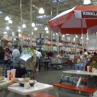 Foto diambil di Costco Wholesale oleh Travis L. pada 7/7/2011