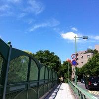 Снимок сделан в 青山陸橋 пользователем Miyuki W. 5/23/2012
