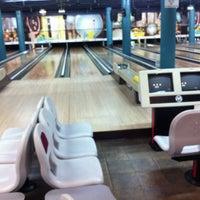 Photo taken at Salon de Quilles du Centre Commercial Domaine by Startupcoach on 1/21/2012