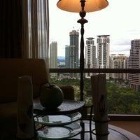 Photo taken at Mandarin Oriental, Singapore by Daniel C. on 3/10/2011