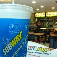 Foto tirada no(a) Subway por Arthur V. em 11/28/2011