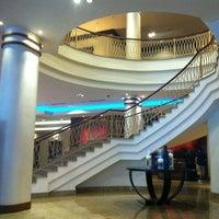 Foto scattata a Renaissance Moscow Monarch Centre Hotel da [H]YT [. il 8/16/2012