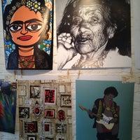 รูปภาพถ่ายที่ Urban Arts โดย Mika S. เมื่อ 4/19/2012
