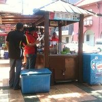 Photo taken at Cendol Jam Besar Melaka by Jans on 8/21/2011
