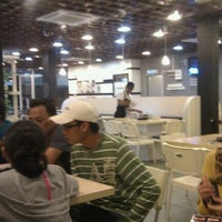 Photo taken at Kapten Steamboat & Grill by Lotfi I. on 12/4/2011