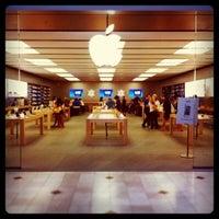 Foto scattata a Apple Haywood Mall da Mike B. il 6/14/2011