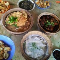 Photo taken at Kiang Kee Bak Kut Teh 强记肉骨茶 by Robert  on 5/12/2012