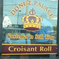 Photo taken at Donut Palace by Jodie K. on 7/31/2011
