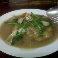 Photo taken at Mr.Sia Hot Quick Thai-Chinese Dish | มิสเตอร์เซี๊ย by Wen C. on 8/15/2011