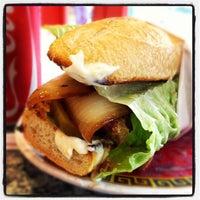 5/23/2012 tarihinde Philip J.ziyaretçi tarafından Paseo Caribbean Food'de çekilen fotoğraf