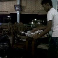 Photo taken at Rumah Makan Bate Iliek by Fakhrie R. on 3/4/2012