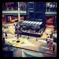 Das Foto wurde bei Starbucks von Linda L. am 7/10/2012 aufgenommen