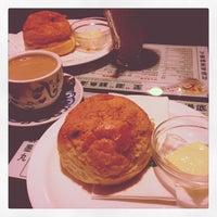 Photo taken at Tsui Wah Restaurant 翠華餐廳 by Jocelyn L. on 8/29/2012