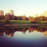 9/12/2012 tarihinde Elena P.ziyaretçi tarafından Парк Олимпийской деревни'de çekilen fotoğraf