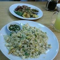 Photo taken at Restoran Cina Muslim Mohd Chan Abdullah by Syafiq Z. on 12/21/2011